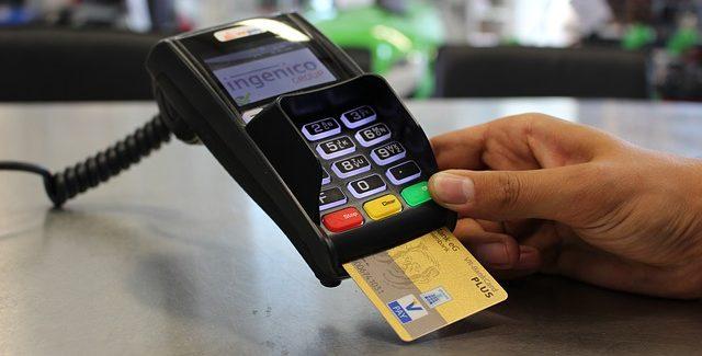 Einzelhandelsumsatz: Kartenzahlungen erstmals vorne